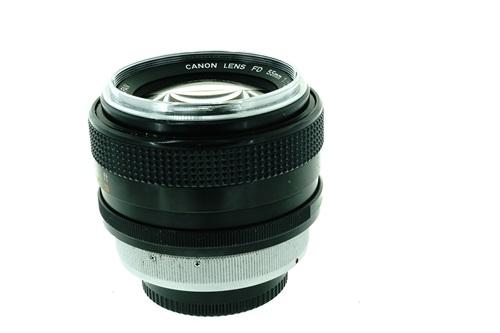 Canon FD 55mm f1.2  รูปขนาดปก ลำดับที่ 5 Canon FD 55mm f1.2