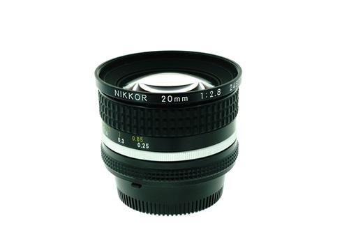 Nikon 20mm f2.8  รูปขนาดปก ลำดับที่ 2 Nikon 20mm f2.8