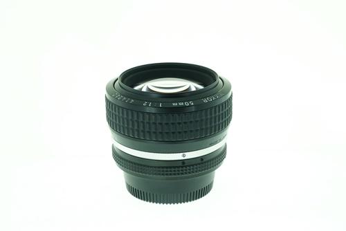 Nikon 50mm f1.2  รูปขนาดปก ลำดับที่ 5 Nikon 50mm f1.2