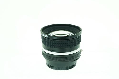 Nikon 20mm f2.8  รูปขนาดปก ลำดับที่ 5 Nikon 20mm f2.8