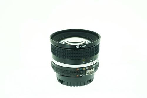 Nikon 20mm f2.8  รูปขนาดปก ลำดับที่ 6 Nikon 20mm f2.8