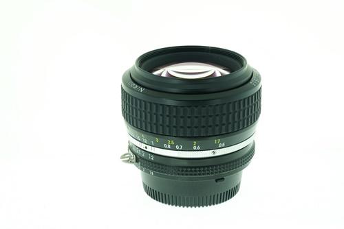 Nikon 50mm f1.2  รูปขนาดปก ลำดับที่ 3 Nikon 50mm f1.2