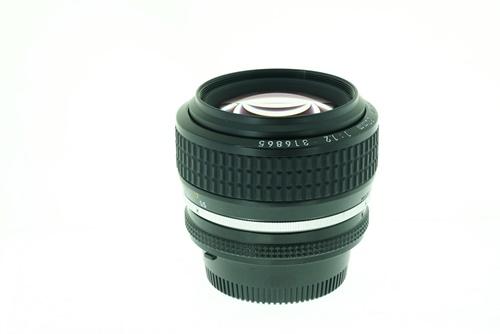 Nikon 50mm f1.2  รูปขนาดปก ลำดับที่ 4 Nikon 50mm f1.2