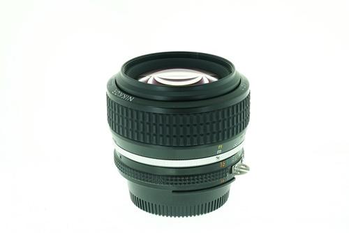 Nikon 50mm f1.2  รูปขนาดปก ลำดับที่ 6 Nikon 50mm f1.2
