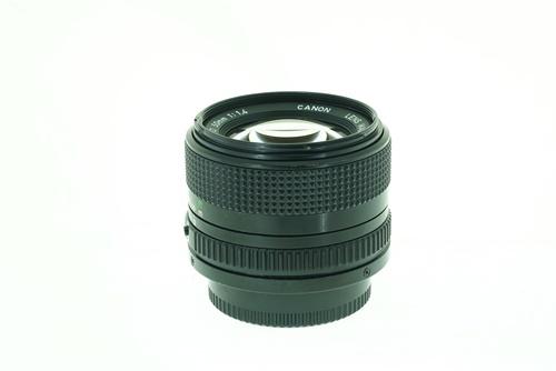 Canon 50mm f1.4  รูปขนาดปก ลำดับที่ 4 Canon 50mm f1.4