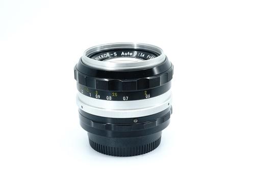 Nikon 50mm f1.4 มะเฟือง  รูปขนาดปก ลำดับที่ 3 Nikon 50mm f1.4 มะเฟือง