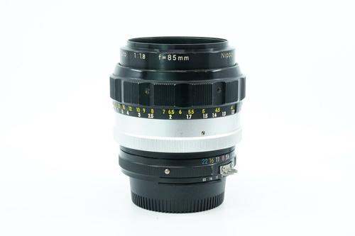 Nikon 85mm f1.8 (มะเฟือง)  รูปขนาดปก ลำดับที่ 6 Nikon 85mm f1.8 (มะเฟือง)