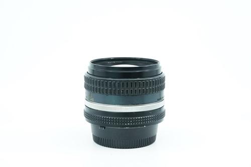 Nikon 50mm f1.4  รูปขนาดปก ลำดับที่ 4 Nikon 50mm f1.4