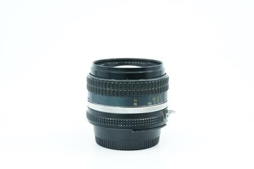Nikon 50mm f1.4  รูปขนาดปก ลำดับที่ 6 Nikon 50mm f1.4